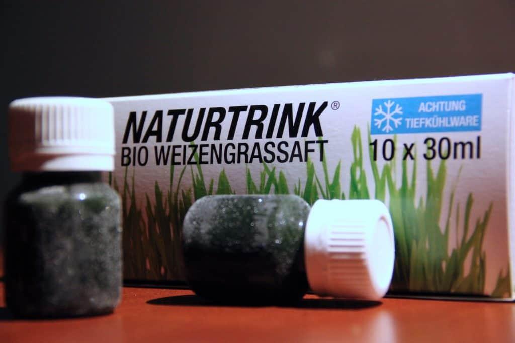Weizengrassaft gefroren Naturtrink vor Verpackung